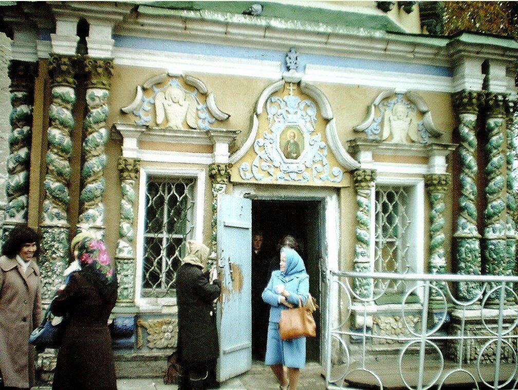 Загорск. Верующие в монастыре Загорске