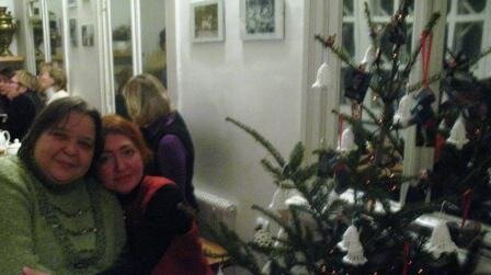 Мерцали фонарики на елки