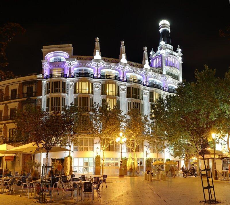 Ночной Мадрид. Площадь Санта-Ана (Plaza Santa Ana). Отель ME Madrid Reina Victoria 4*