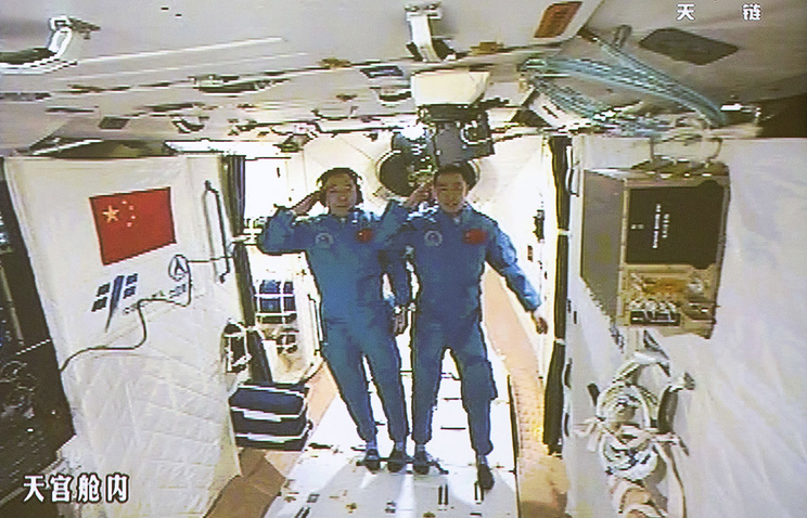 Спускаемая капсула космического корабля «Шэньчжоу-11» приземлилась