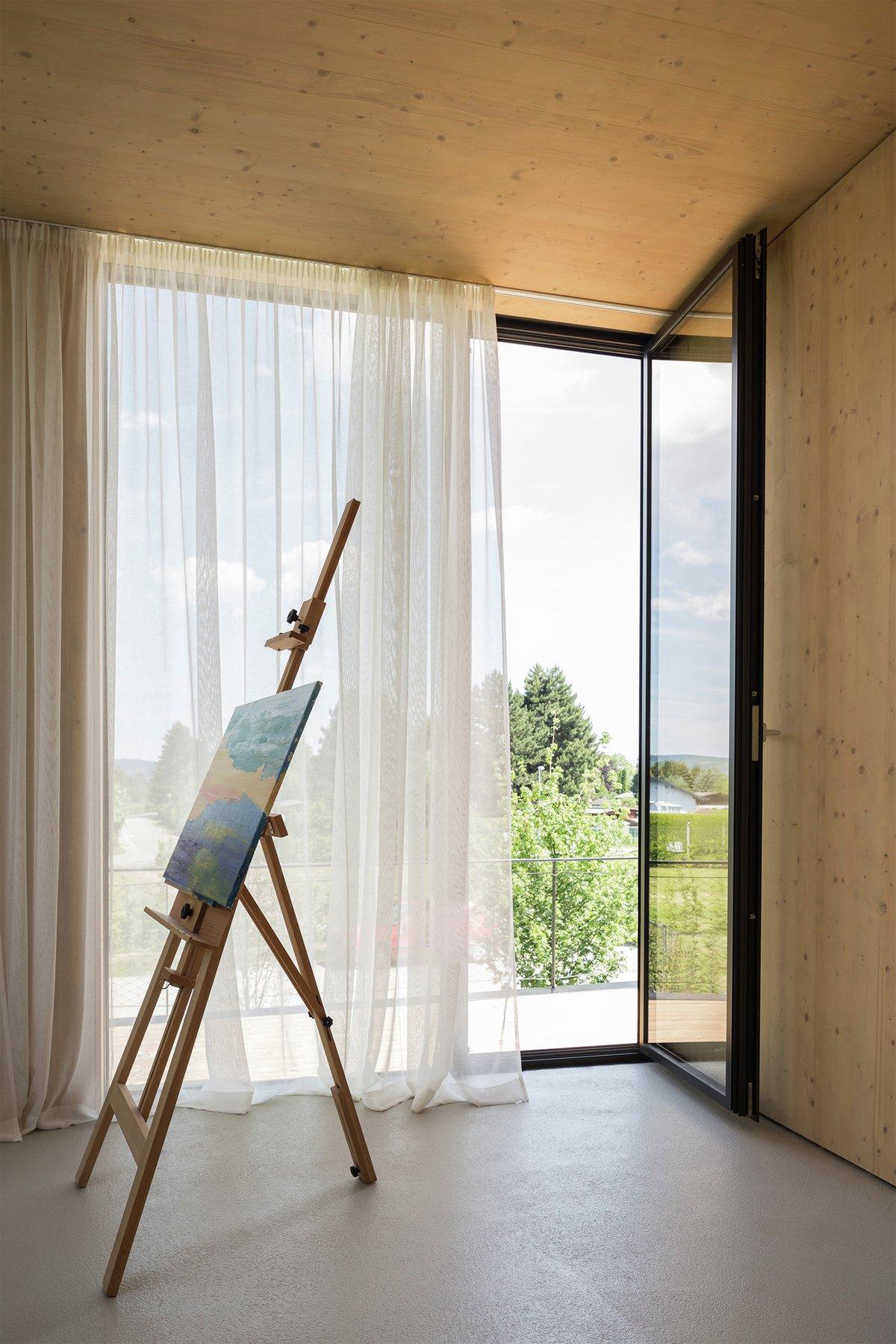 Maximilian Eisenkock, дом в деревне на берегу озера, дом в форме подковы, печь бренеран в доме, панорамное остекление частного дома, дома в Австрии