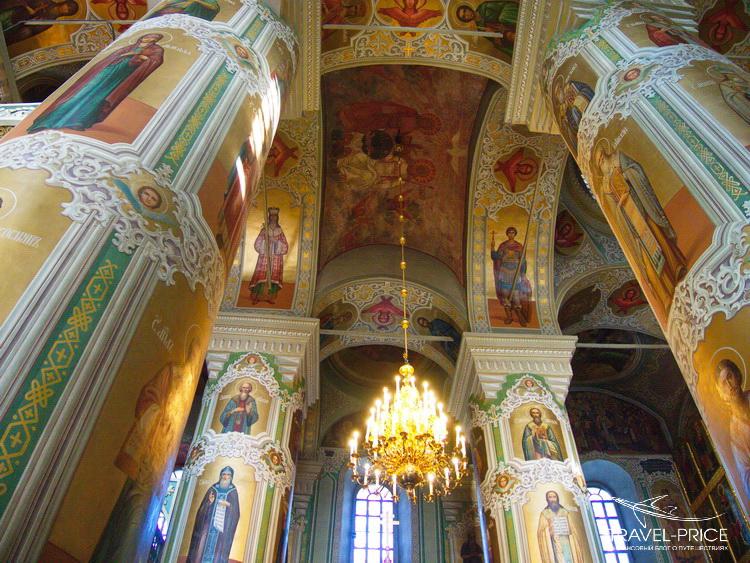 Внутри Благовещенского собора в Казани