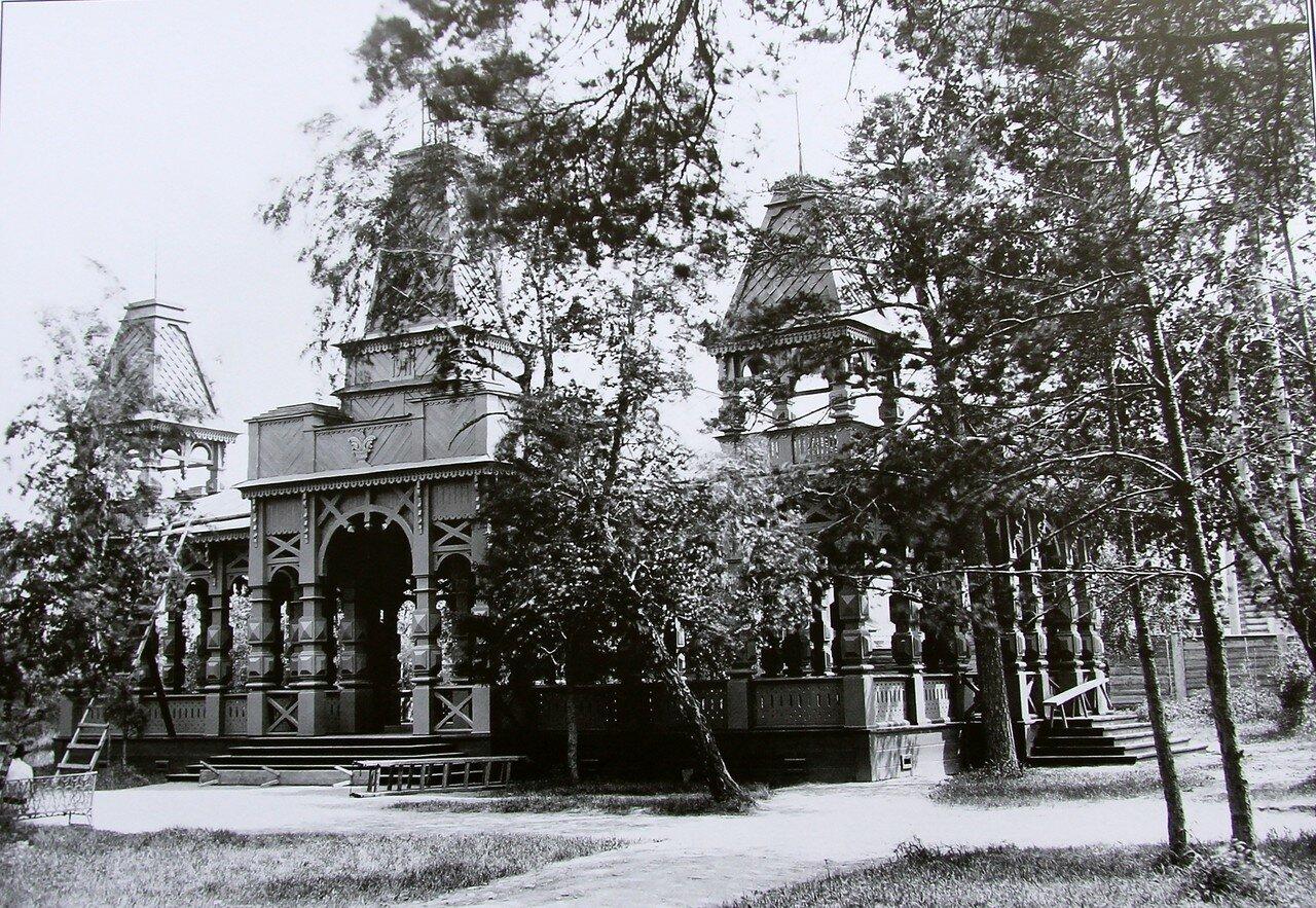 Веранда на главной аллее Городского сада