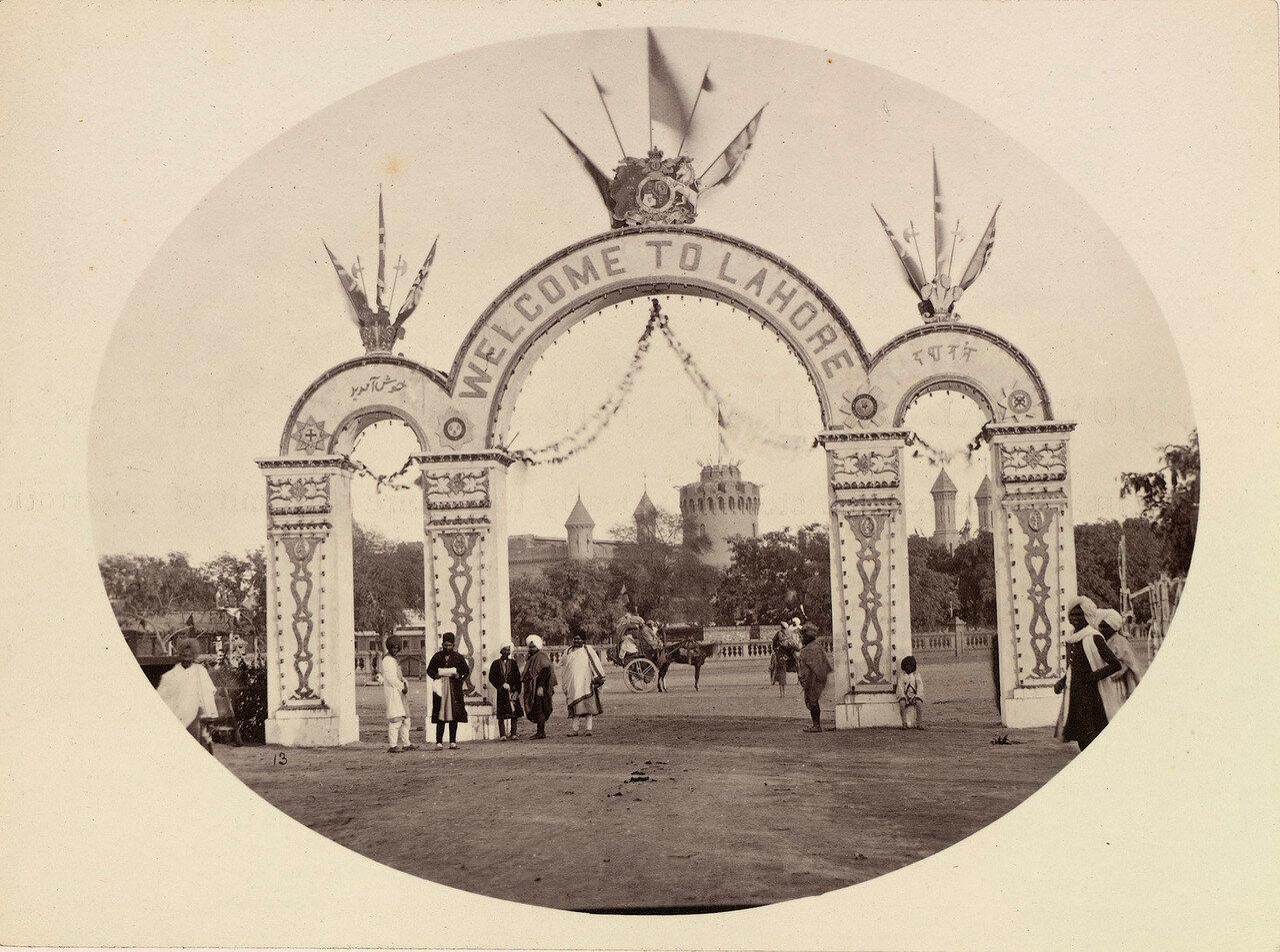 41. Триумфальная арка на железнодорожном вокзале Лахора