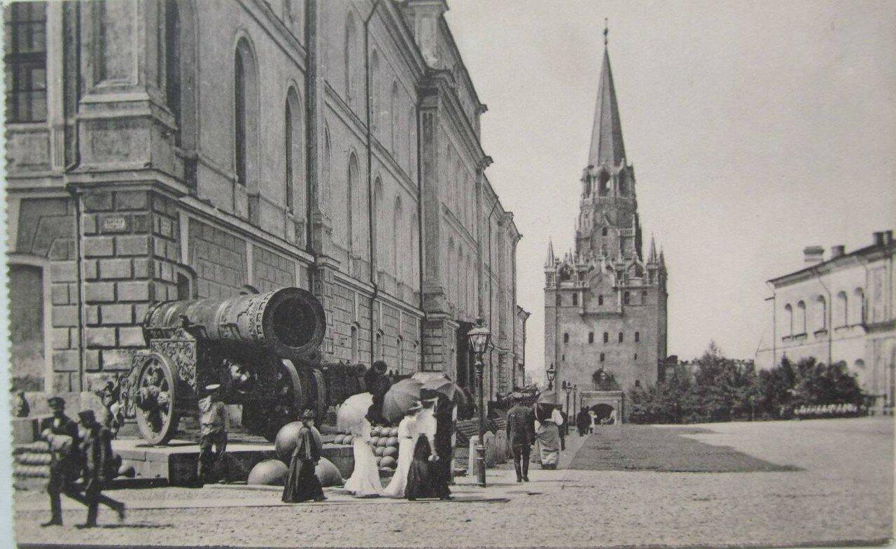 Кремль. Троицкие ворота. Царь Пушка
