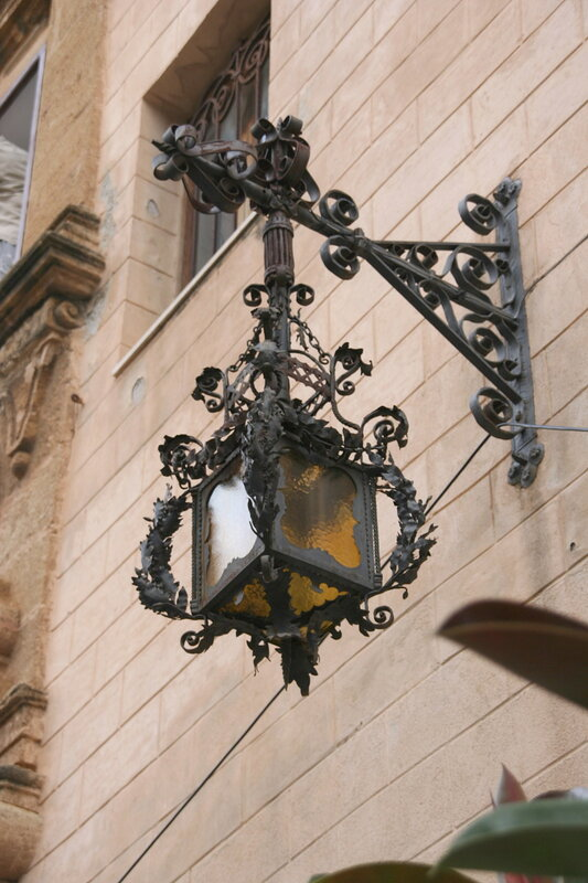 Чефалу. Уличный фонарь.