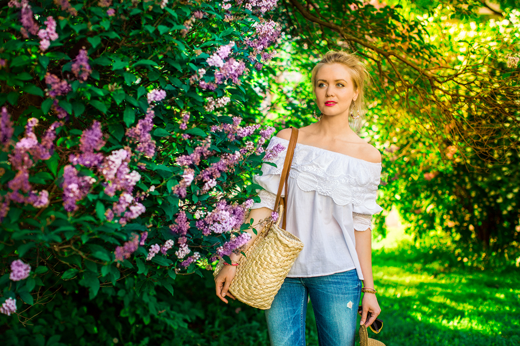 inspiration, streetstyle, spring outfit, moscow fashion week, annamidday, top fashion blogger, top russian fashion blogger, фэшн блогер, русский блогер, известный блогер, топовый блогер, russian bloger, top russian blogger, streetfashion, russian fashion blogger, blogger, fashion, style, fashionista, модный блогер, российский блогер, ТОП блогер, ootd, lookoftheday, look, популярный блогер, российский модный блогер, russian girl, с чем носить белую блузку, как одеться весной, модные аксессуары, джинсы клеш, flared jeans streetstyle, пастельная одежда, с чем носить пастельную одежду, как сочетать пастельные цвета, pastel colors, pastel colors combination, blues jeans, white off-shoulder blouse, цветовые сочетания, как определить свой цветотип, calvin klein, chicwish, streetstyle, sunset photo, красивая девушка, девушка и закат, вино из одуванчиков, flowers and girl