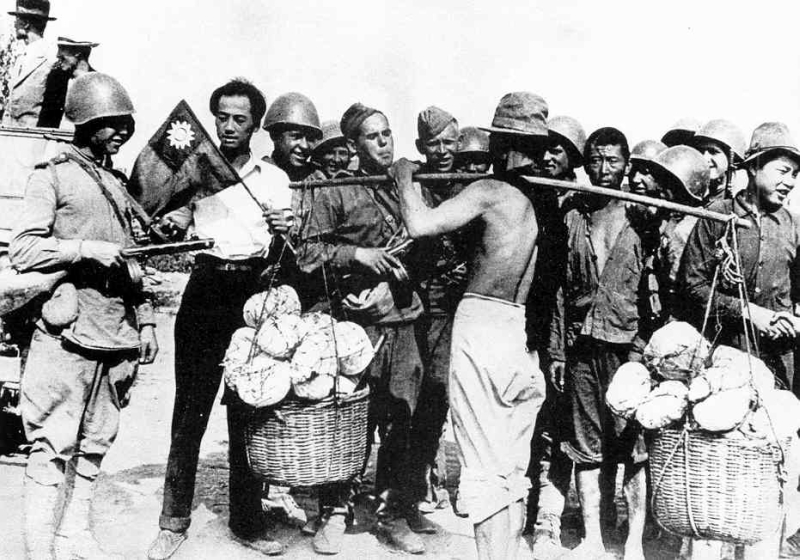Russian-troops+Chinese-in-Manchuria_1945.jpg