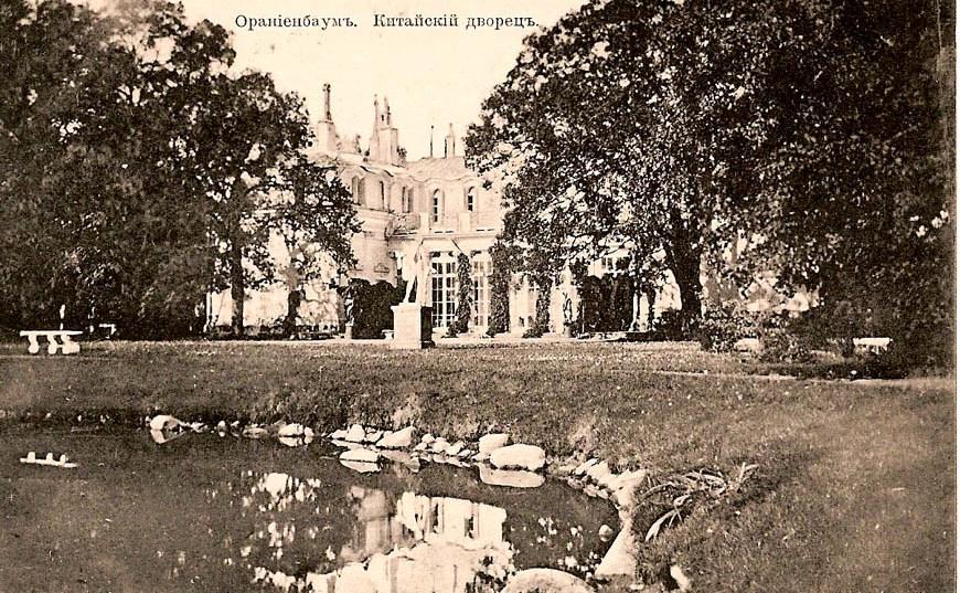 Коллекция почтовых открыток 1902-1917 годов с видами города Ораниенбаума. Коллекция собиралась с 60 годов петергофским реставратором, попала в антикварный магазин города Ораниенбаума
