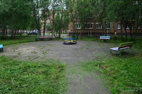 Фото города Инта №8097  Двор Воркутинской 6, вид в сторону Воркутинской 10 02.07.2015_17:18