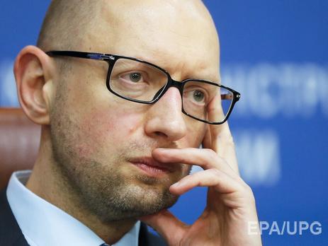 Яценюк поручил посчитать стоимость перехода армии на договор