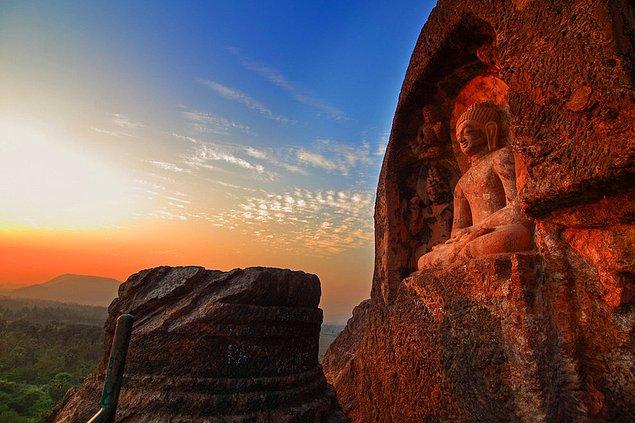 Пещеры, высеченные в скалах Bojjanna Konda, Вишакхапатнам, Андхра-Прадеш