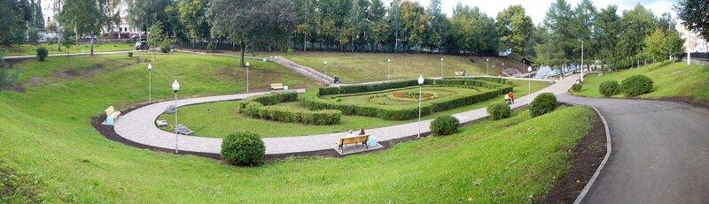 панорама обновлённого сквера им. 60-летия СССР в Кирове в овраге Засора