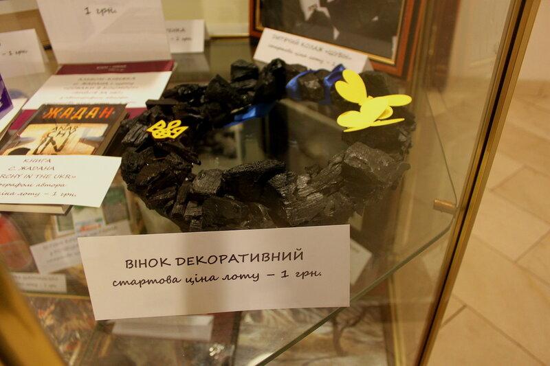 Венок декоративный из угля