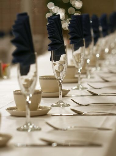 знакомство гостей за свадебным столом