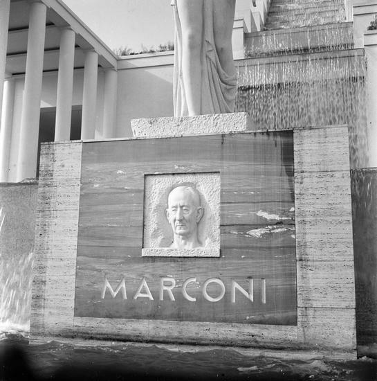 Monument dedicated to Marconi, Italian pavilion, New York World's Fair.jpg