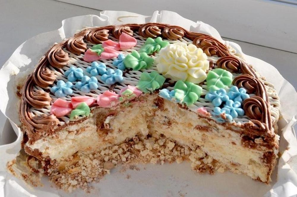 Киевский торт (Киев, Украина) Торт, рецептура и технология которого была разработана в 1965 году на