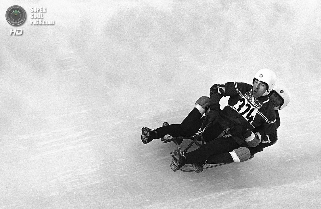 Австрия. Инсбрук, Тироль. 22 января 1964 года. Ронни Уолтерс и Джеймс Хиггинс из США на соревнования