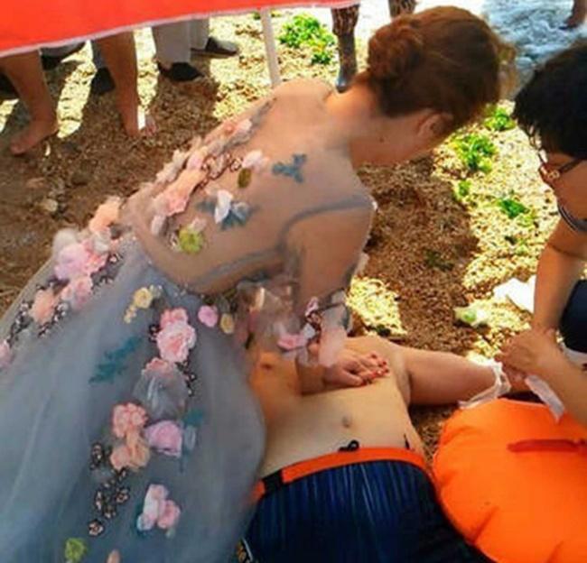 Насеверо-востоке Китая напляже вДаляне молодожены услышали, что нужна помощь человеку, которого в
