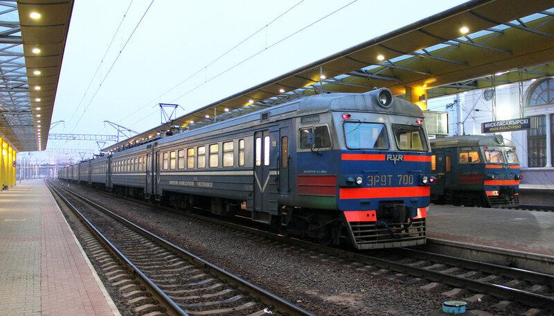 ЭР9Т-700 и ЭР9Т-720 на станции Минск