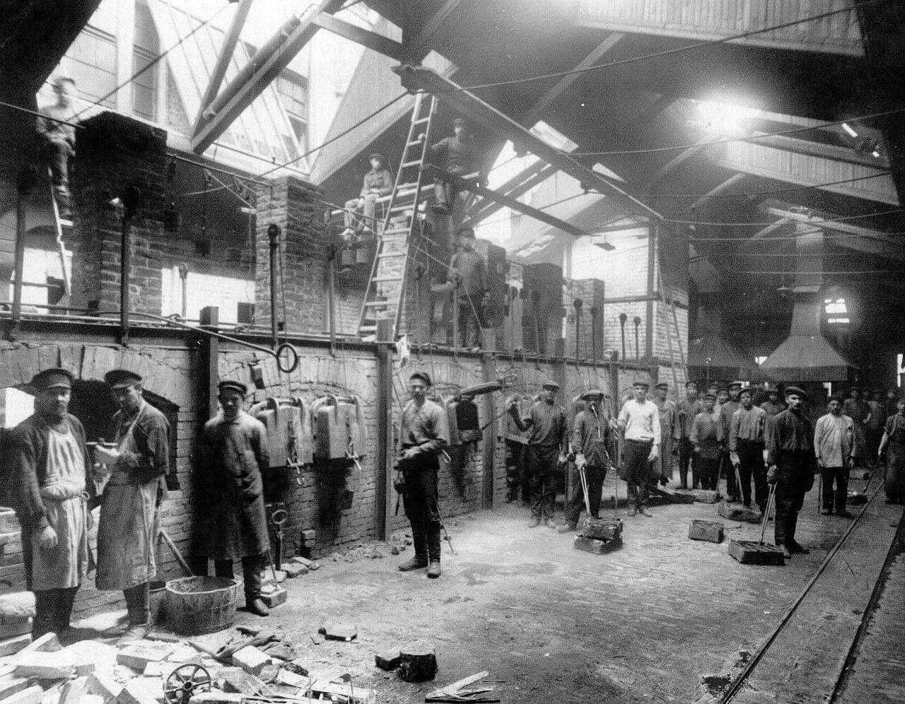 05. Внутренний вид литейного цеха завода. Апрель 1916