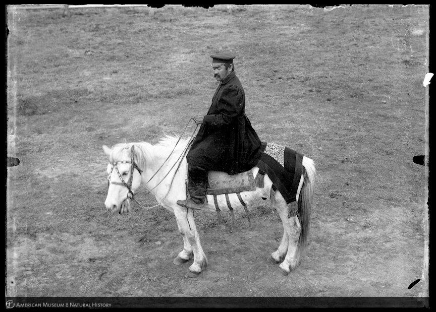 Якут верхом на лошади в окрестностях Якутска, 1902
