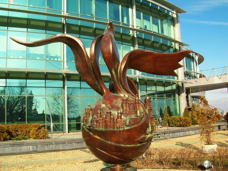 скульптура на площади Славы