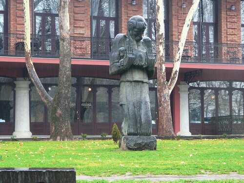памятник Пиросмани