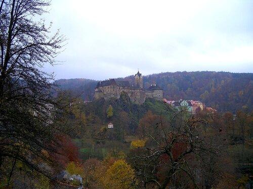 Средневековый замок в пригороде Карловых Вар