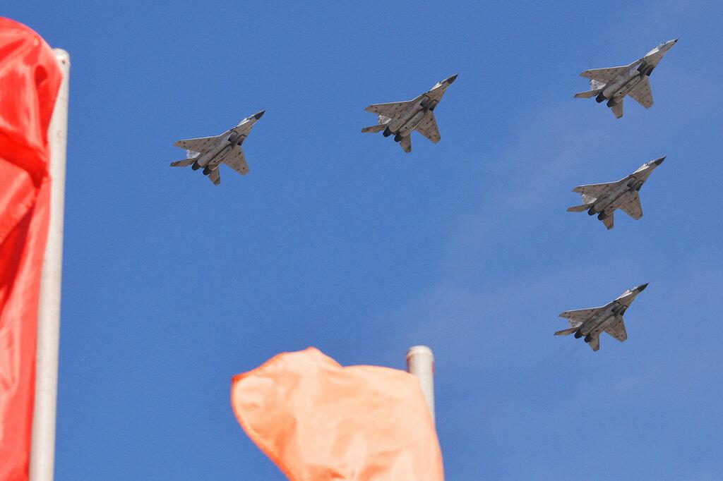 Parad22_MiG29.jpg