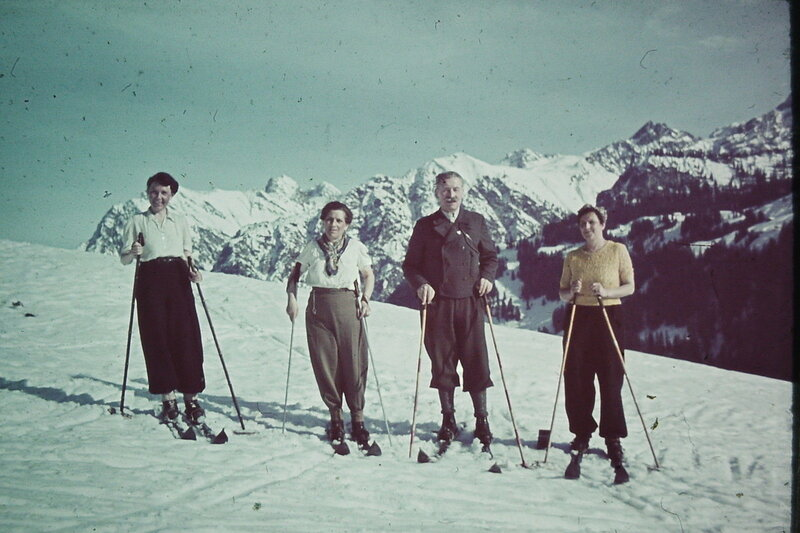 1938 Skifahrer in den Alpen.jpg