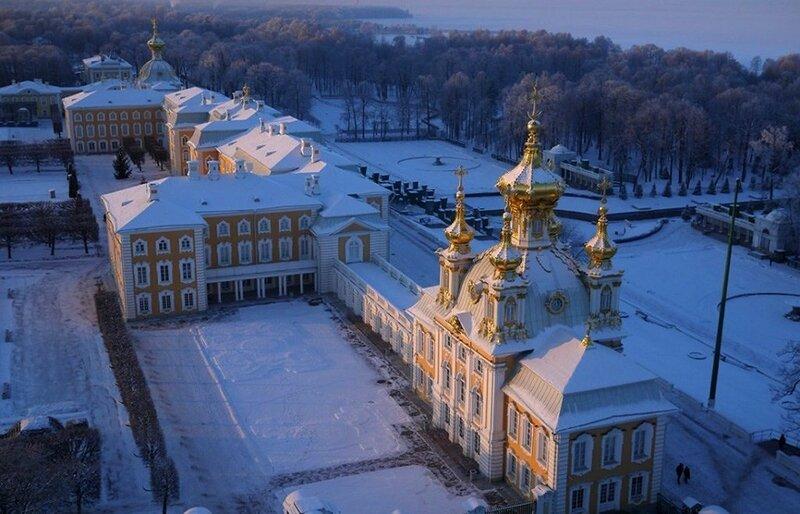 Дворец в Петергофе (фото с помощью беспилотника)