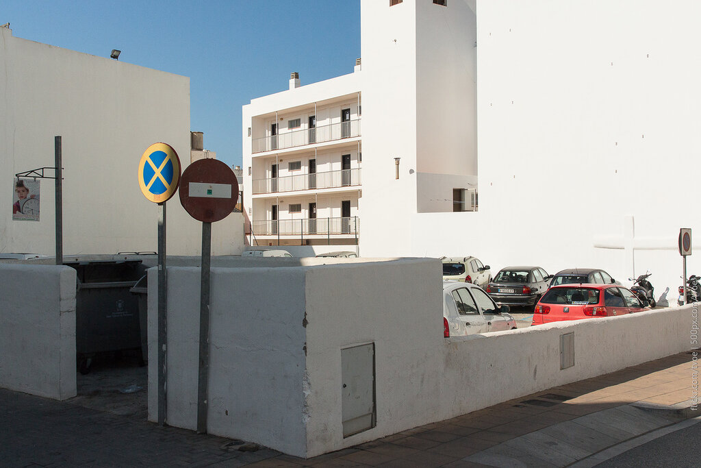 Парковка в Сан-Антонио на Ибице