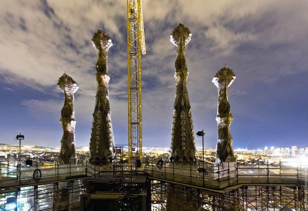 6. Скорому окончанию строительства препятствует сложность изготовления каменных блоков, формирующих