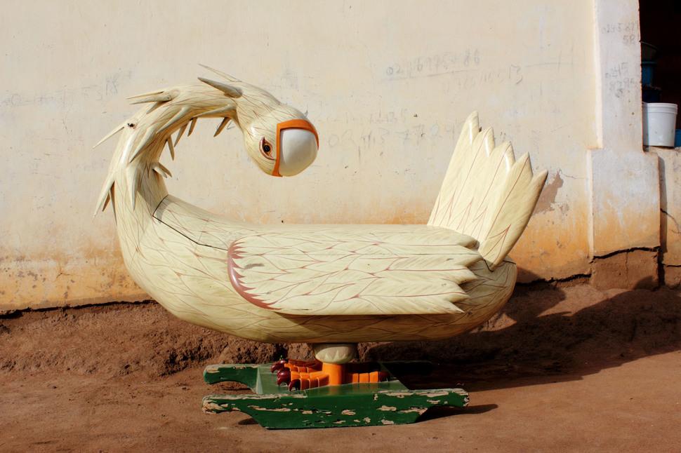 Nu-ochen-kreativnye-groby-iz-Gany-29-foto