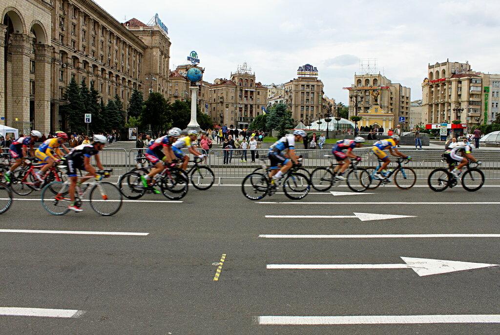 Велогонщики на Майдане Незалежности