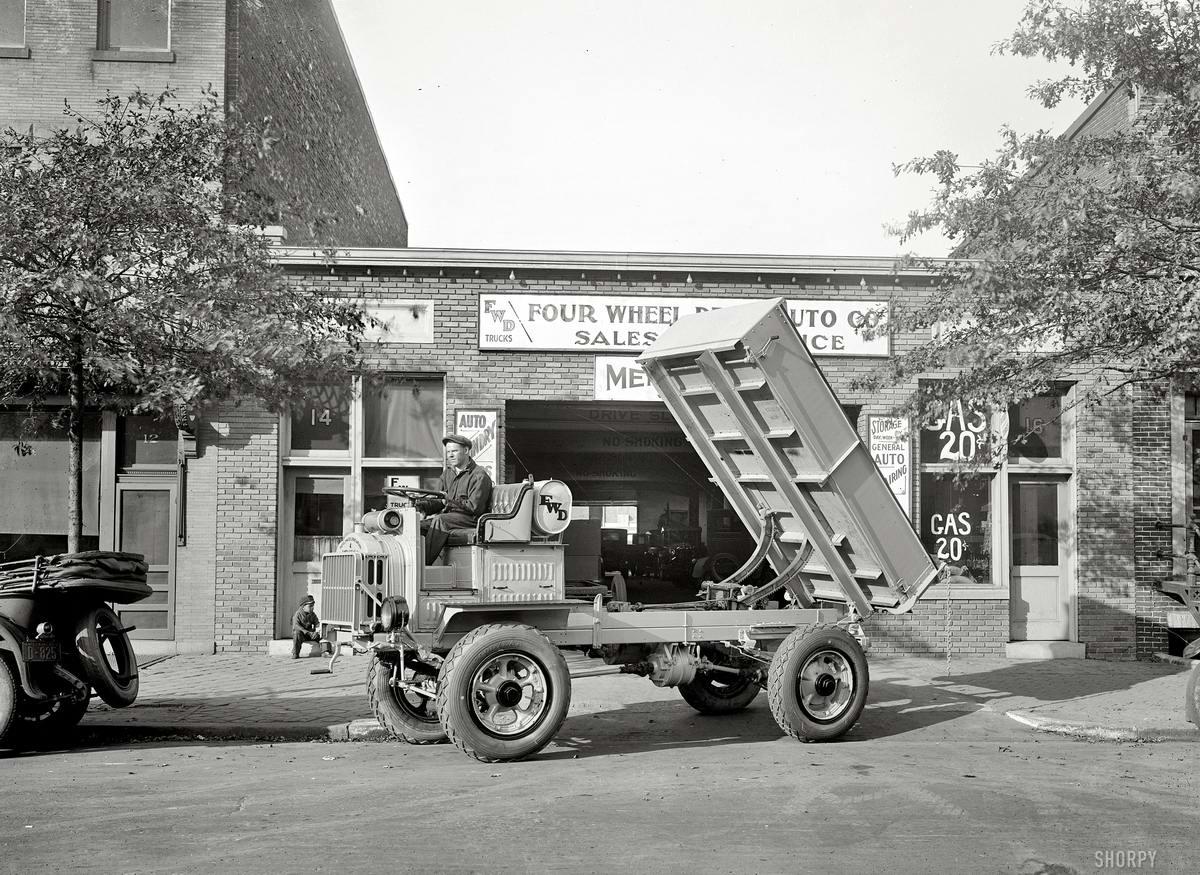 Грузовые автомобили начала 20-го века на снимках американских фотографов (30)