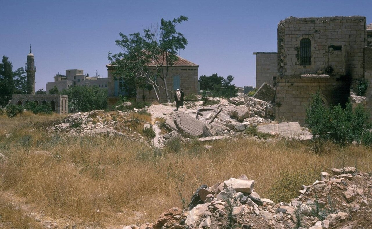Полуразрушенные здания