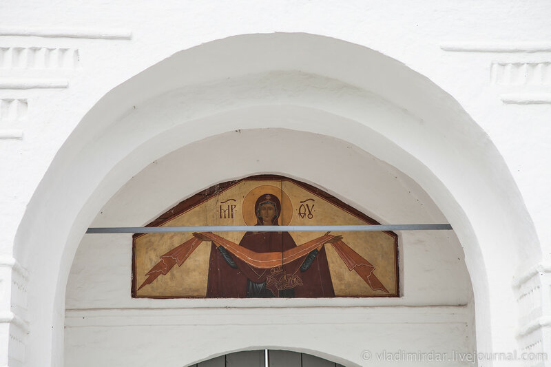 Покров Богородицы. Святые ворота с Благовещенской надвратной церковью. Покровский монастырь в Суздале.