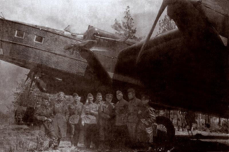 ТБ-3 3-слева-Локтионов-Ф.В.-1942г..jpg
