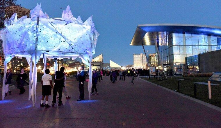 Light City: фотографии красочного фестиваля огней в Балтиморе 0 22c124 cadc7e85 XL
