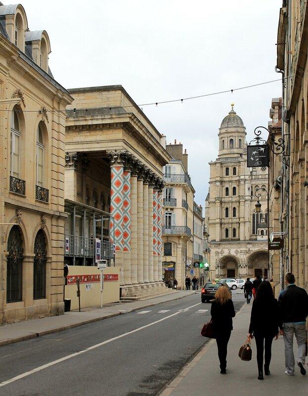 Дижон. Театральная площадь (Place du Théâtre)