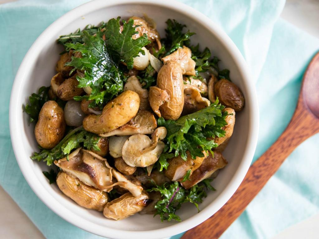 Салат с грибами и картофелем