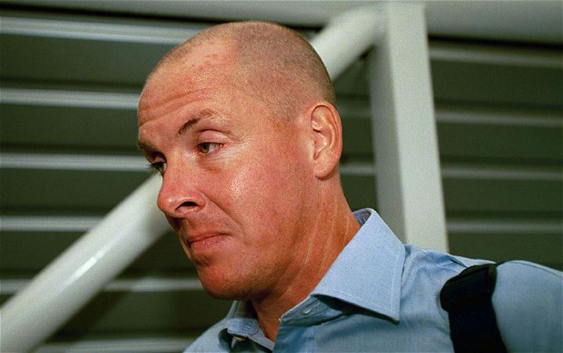 1. Банкир Ник Лиссон пустился в бега в 1995 году, когда выяснилось, что этот мошенник нанес старейше