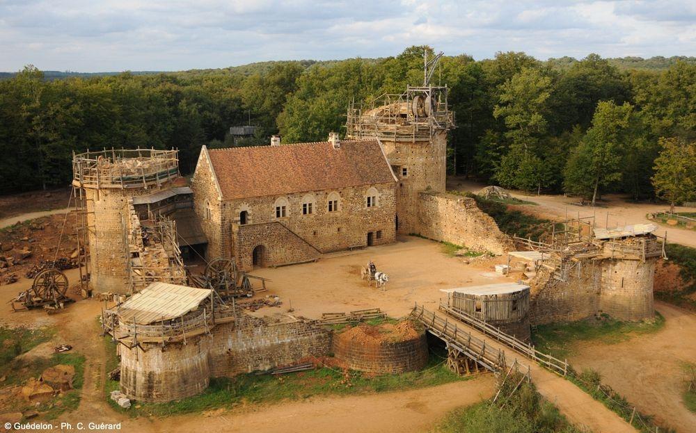 Геделон — средневековый замок во Франции, который строят сейчас (12 фото)
