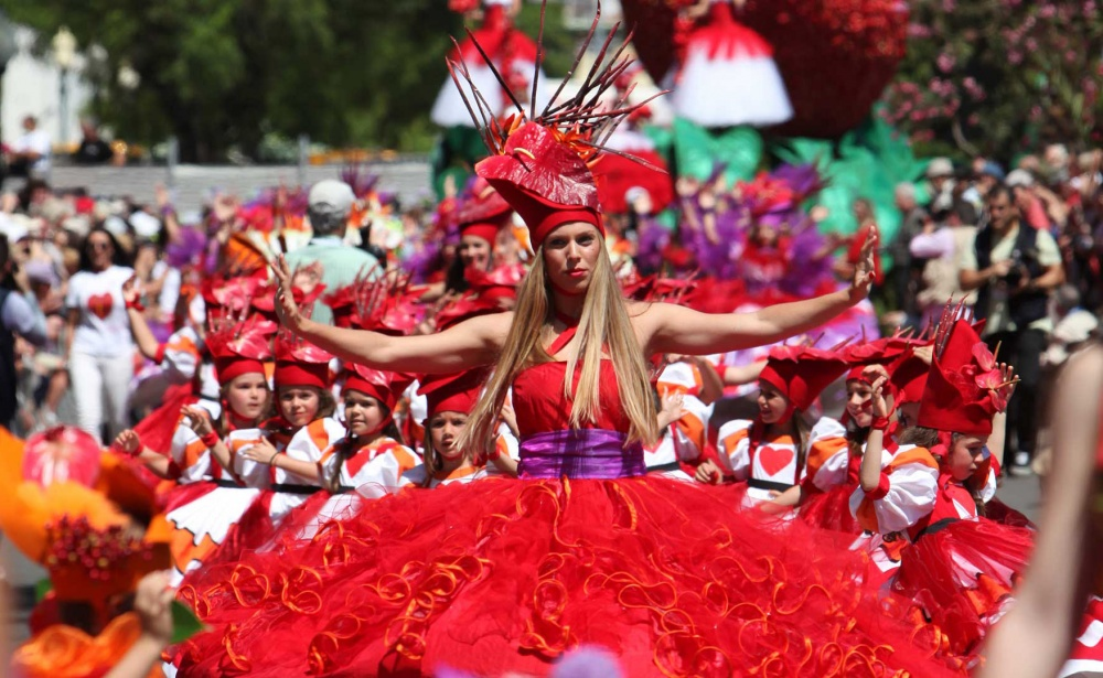 Самый весенний праздник напросторах Португалии ежегодно проводится наМадейре вгороде Фуншал. Вов
