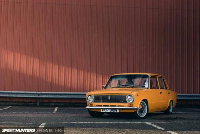 Дэйв является не только владельцем мастерской Retro Ford, но и одним из лучших специалистов в Британ