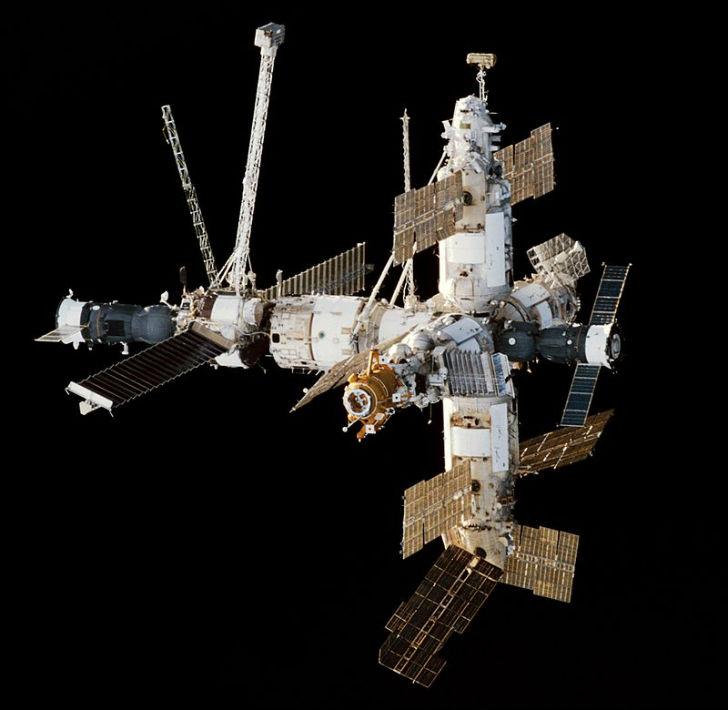 Перед полетом на орбитальный комплекс «Мир» французского космонавта Европейское космическое агентств