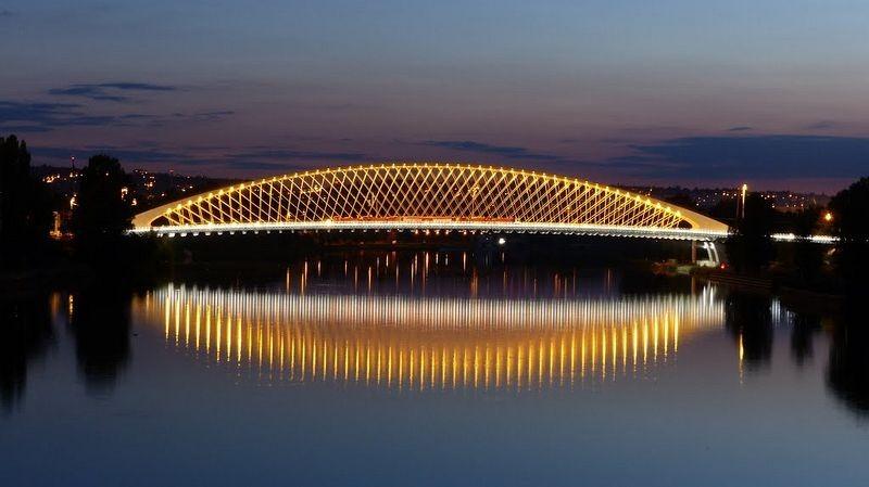 Тройский мост (чешск. Trojsky most), самый молодой и современный в Праге, был построен в 2014 году.