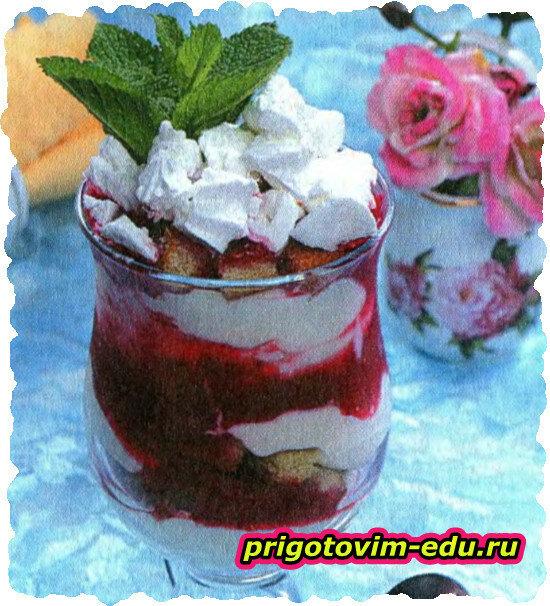 Творожный десерт с малиной и бисквитом
